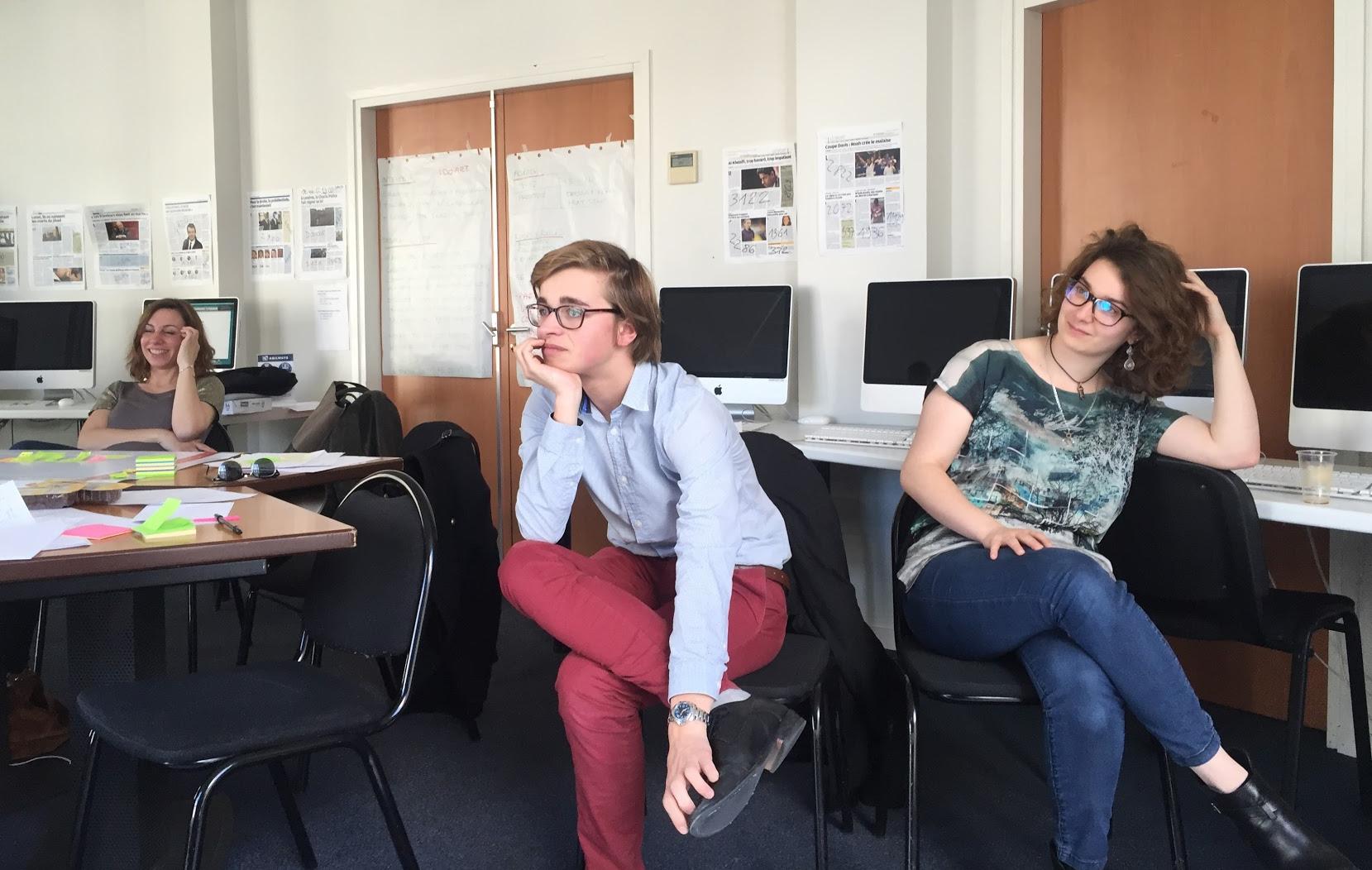 Fabien Lassalle-Humez et Zoé Barbé, lors d'une session de travail sur la pédagogie avec l'équipe W, en mai 2016 à Paris.
